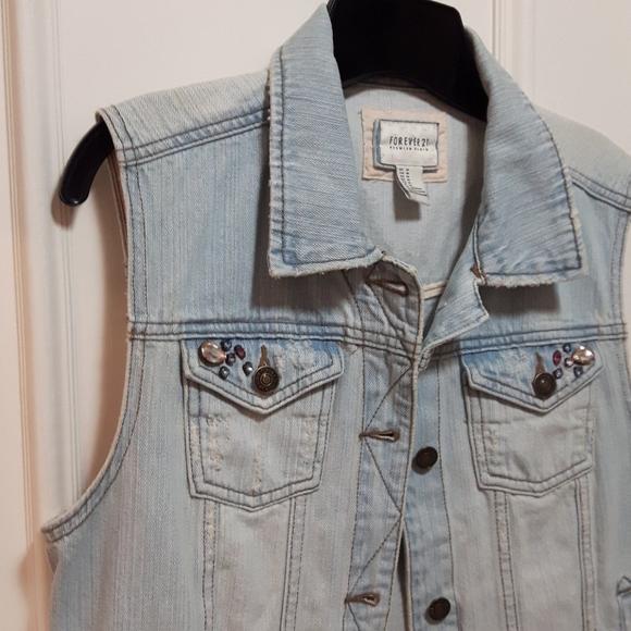 2 for 20! 🛍️ Lightwash jean vest with jewels